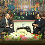 UNODC Executive Director Yury Fedotov (left) with Viet Nam Deputy Prime Minister Nguyen Xuan Phuc (right)
