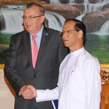 UNODC Executive Director Yury Fedotov (left) with Myanmar Vice-President Dr. Sai Mauk Kham (right) in the national capital Nay Pyi Taw