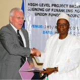 Photo: Head of EU Delegation to Nigeria, Ambassador David MacRae (left) shakes hands with Nigerian Minister of National Planning, Dr. Shamsuddeen Usman