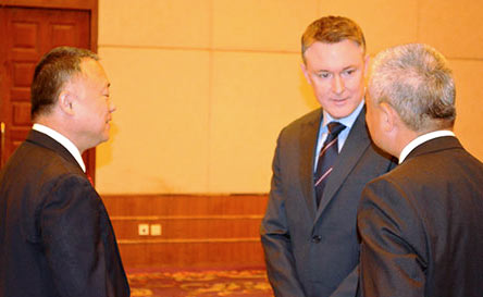 Chinese drug control officials Mr. Liu Yeujin (left) and Mr. Wei Xiaojun with UNODC's Jeremy Douglas (centre)