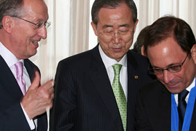 Left to right: Antonio Maria Costa UNODC, Ban Ki Moon, UN Secretary General and Ross Bleckner, UN Goodwill Ambassador for Human Trafficking