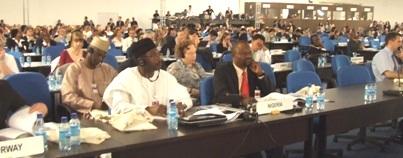 Delegados participam da cerimônia de abertura.